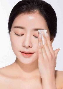 Sử dụng nước hoa hông - Làm sạch và cân bằng da