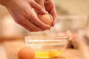 Trứng gà là nguyên liệu làm đẹp, trị mụn hiệu quả