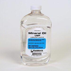 Dầu khoáng (Mineral Oil) là gì? Tác dụng và tác hại trong mỹ phẩm